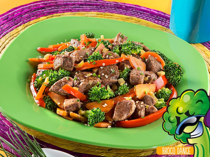 Filete de res con ajonjolí y verduras