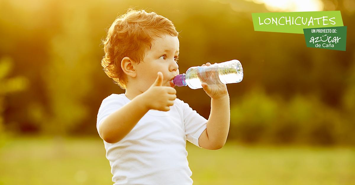 ¿Qué cantidad de agua deben beber los niños?